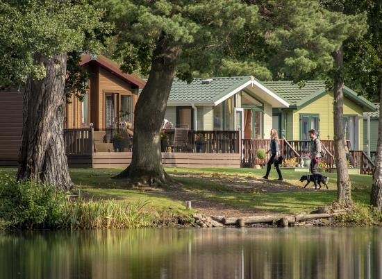 Lake edge luxury holiday lodges at Pearl Lake Country Holiday Park, Herefordshire