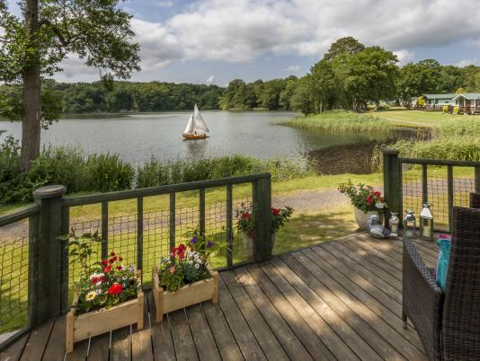 5 star caravan holiday park herefordshire with fishing