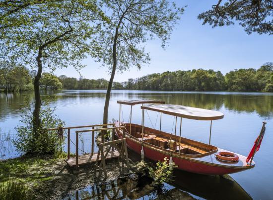 Steam boat at Pearl Lake 5 star caravan holiday park